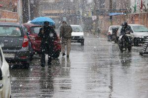 Snowfall in Kashmir to help bring pollution down