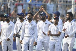 Virat tweets to praise team effort, Twitterati laud him back