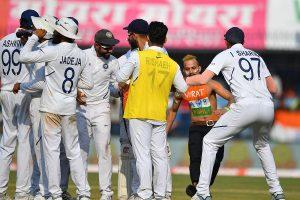 'Kohli fan' sneaks onto field during India-Bangladesh Test