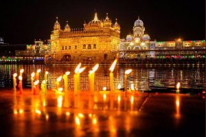 Diljit Dosanjh, Taapsee Pannu, Amitabh Bachchan wish Happy Guru Nanak Jayanti to all