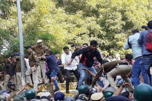 JNU protest: Massive traffic snarls in Central Delhi, Udyog Bhawan, Patel Chowk metro stations shut
