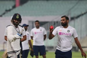 Virat Kohli faces Mohammed Shami during twilight period in preparation for pink-ball Test