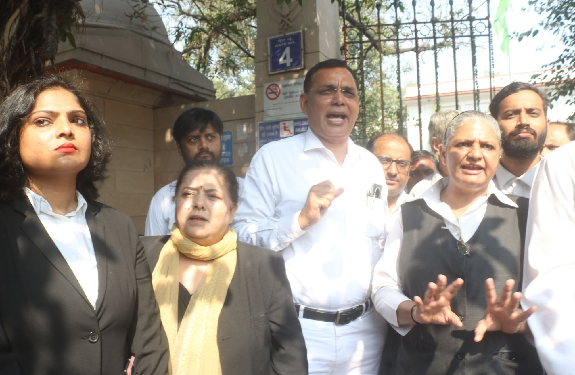 Lawyers gave flowers to public coming to Saket District Court