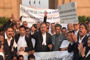 Tis Hazari violence: SC lawyers march to India Gate, demand cops' suspension