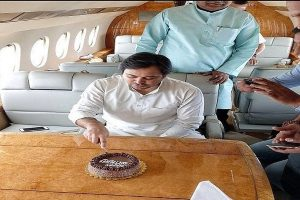 Tejashwi Yadav draws flak by twitterati as well as political rivals for b'day celebration in plane