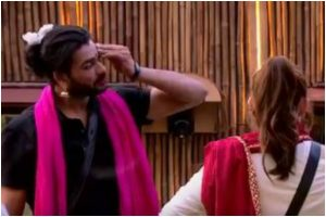 Bigg Boss 13: Vishal cross-dresses as Paras' 'mausi'