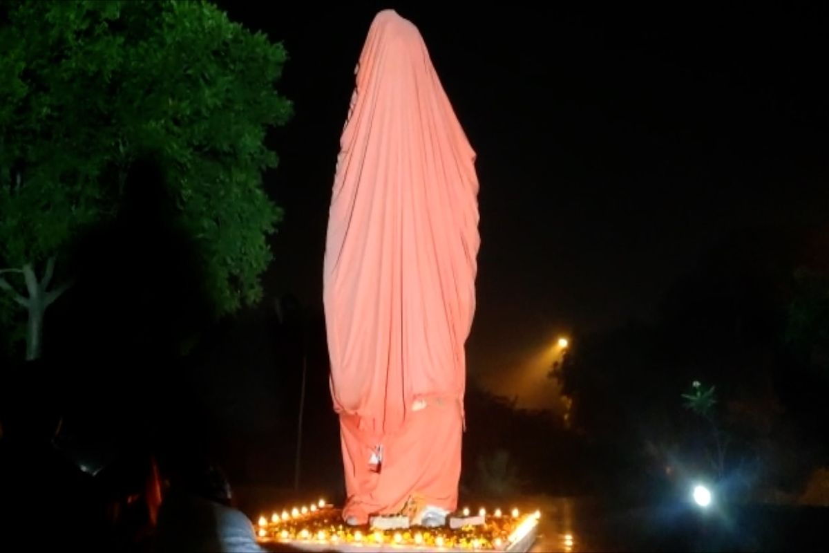Police complaint against JNU students for allegedly vandalizing Swami Vivekananda statue