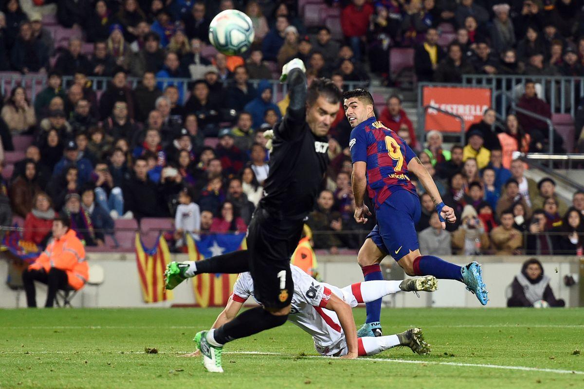 Luis Suarez, Puskas 2020, Lionel Messi, La Liga, Luis Suarez best goal,