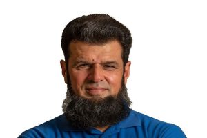 Aleem Dar offers free food to jobless amid coronavirus crisis