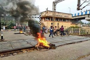Angry protesters bring WB to grinding halt