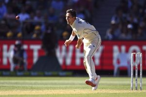 New Zealand pace spearhead Trent Boult fractures hand
