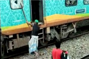 Citizenship Act Protesters torch railway stations in Bengal