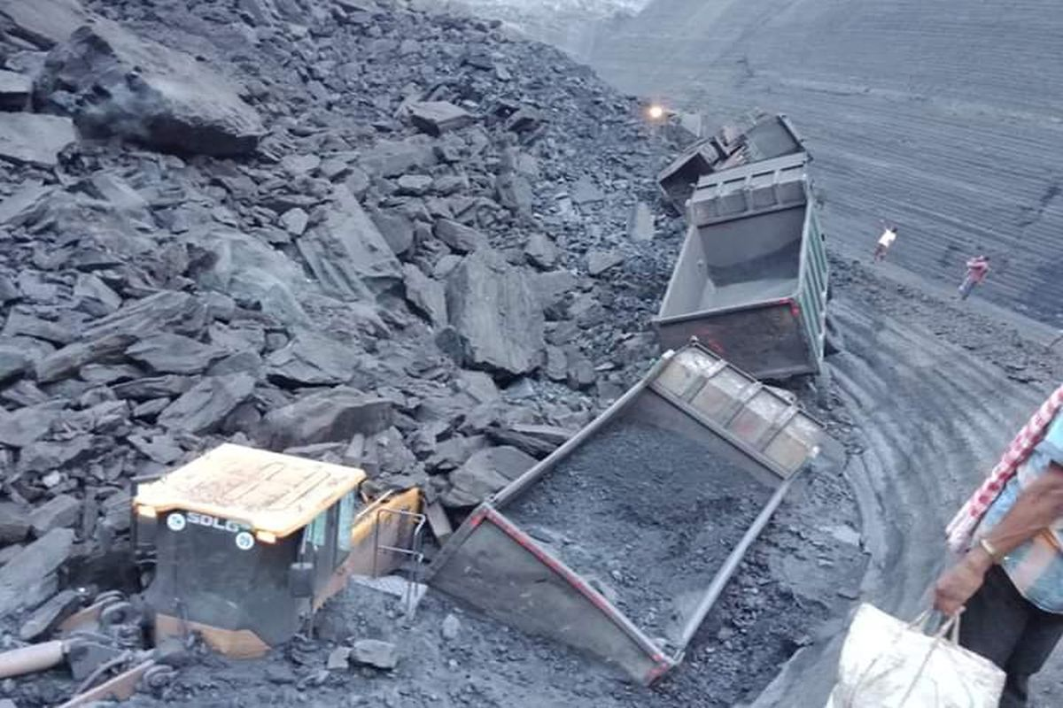 14 miners dead, 2 trapped in Chinese coal mine