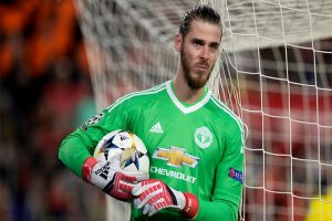 Watch | Gary Neville reacts as David de Gea makes a gaffe