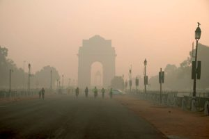 Delhi wakes up to foggy morning with temperature dips to 9 degree Celsius
