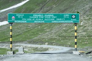 Jammu-Srinagar highway opens after 42 hours of jam, no fresh movement to allow exit of stranded commuters