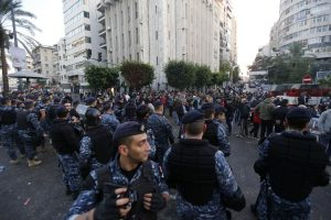 Hundreds protests in Lebanon against money withdrawal limits