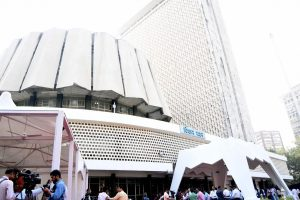 Maha Assembly adjourned after scuffle breaks out between BJP, Sena members