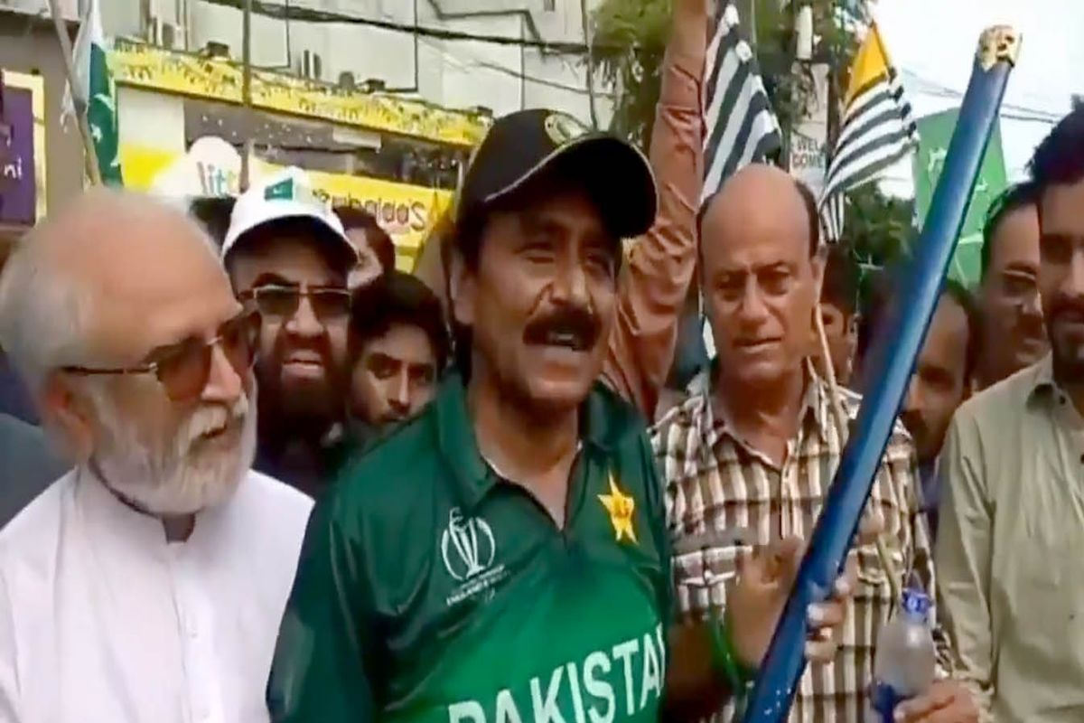 Cricket teams should not tour 'unsafe' India: Miandad