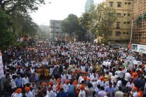 Anti and pro-CAA peaceful protests at 4 kms distance in Mumbai