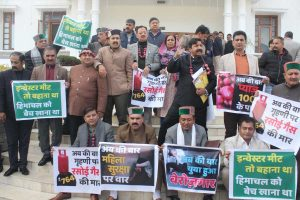Congress protests against Investors Meet and price rise in HP