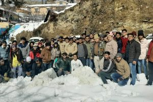 170 tourists stranded in snow in Shimla, rescued