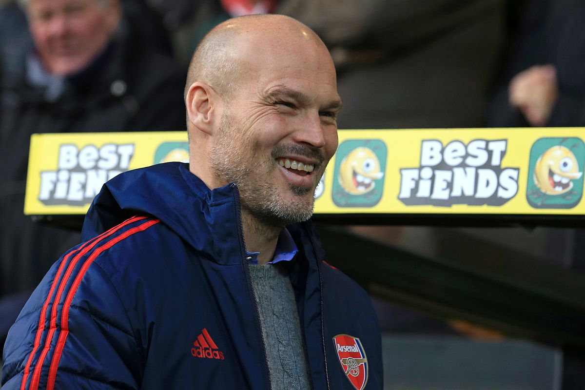 Wenger advises Arsenal after Ljungber's two games in-charge