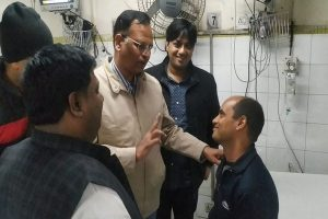 'Real Hero': Minister showers praise on Delhi fireman Rajesh Shukla who saved 11 people in Anaj Mandi fire