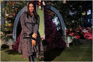 Divyanka Tripathi is giving out major Christmas feels in asymmetrical overcoat and decor; check now