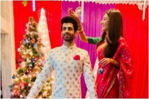 Kasautii Zindagii Kay fame Erica Fernandes celebrates late Christmas with co-star Namik Paul