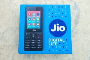 Reliane Jio brings 'Happy New Year' offer with unlimited services for Rs 2020. Know more