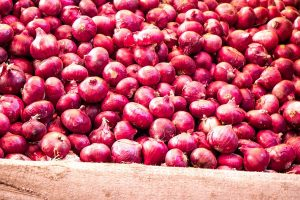 Bihar: Robbers loot onions from truck after taking driver hostage