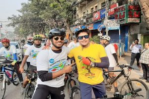 Former India cricketer Laxmi Ratan Shukla cycles 110 km to raise awareness about pollution