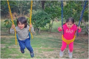 Taimur Ali Khan and Inaaya Kemmu look adorable as they enjoy swing ride