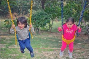 Taimur Ali Khan and Inaaya Kemmu look adorable as they enjoy swing ride