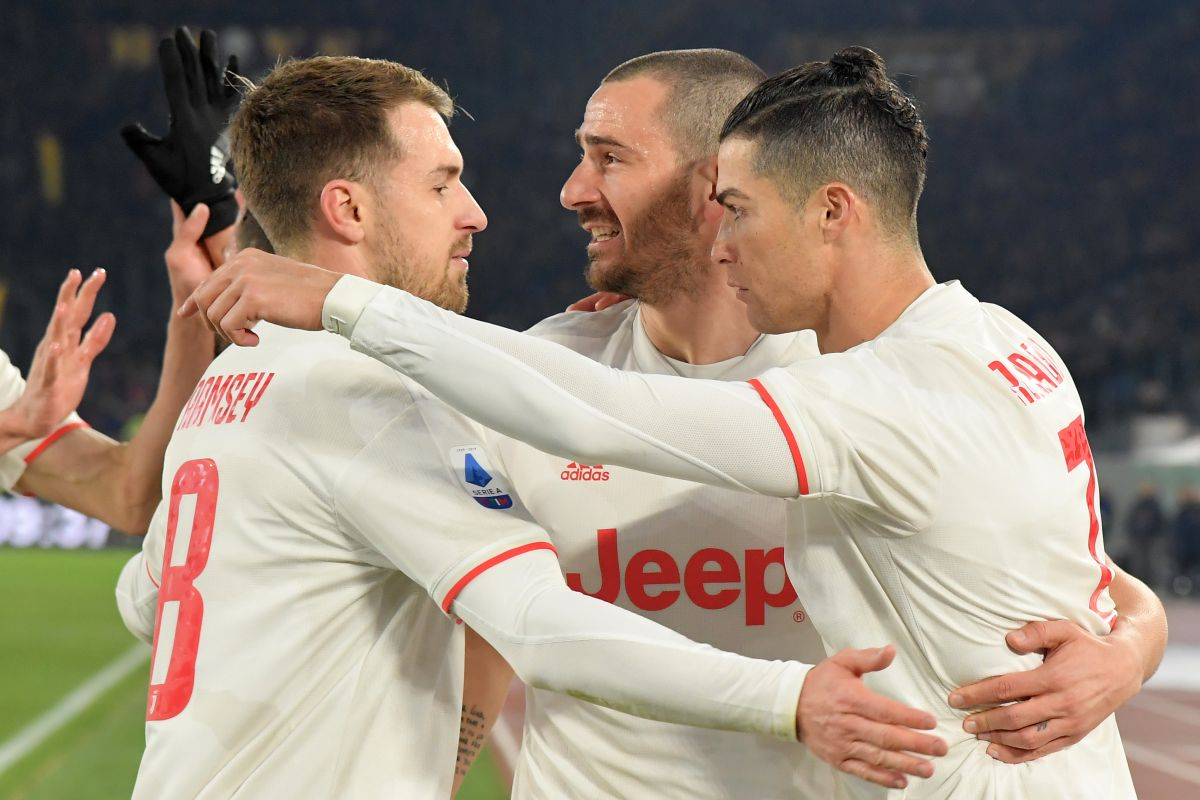 Serie A Juventus Beat Roma 2 1 To Retain Top Spot