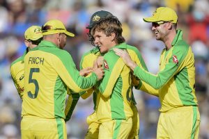 IND vs AUS, 1st ODI: Australia reduce India to 195/5 in 40 overs