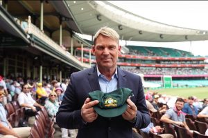 Shane Warne receives appreciation for auctioning his baggy green to help Australian bushfire victims