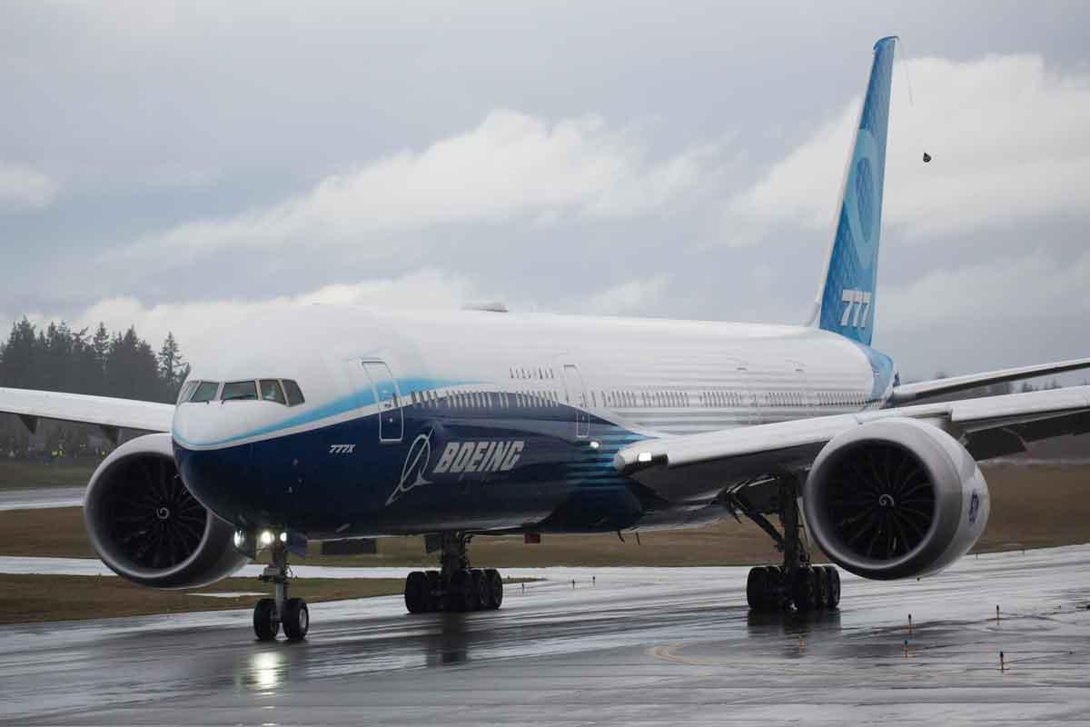 Heavy winds postpone Boeing 777X's first flight