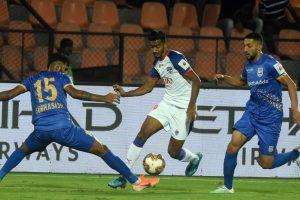ISL: Mumbai beat Bengaluru to boost play-off hopes