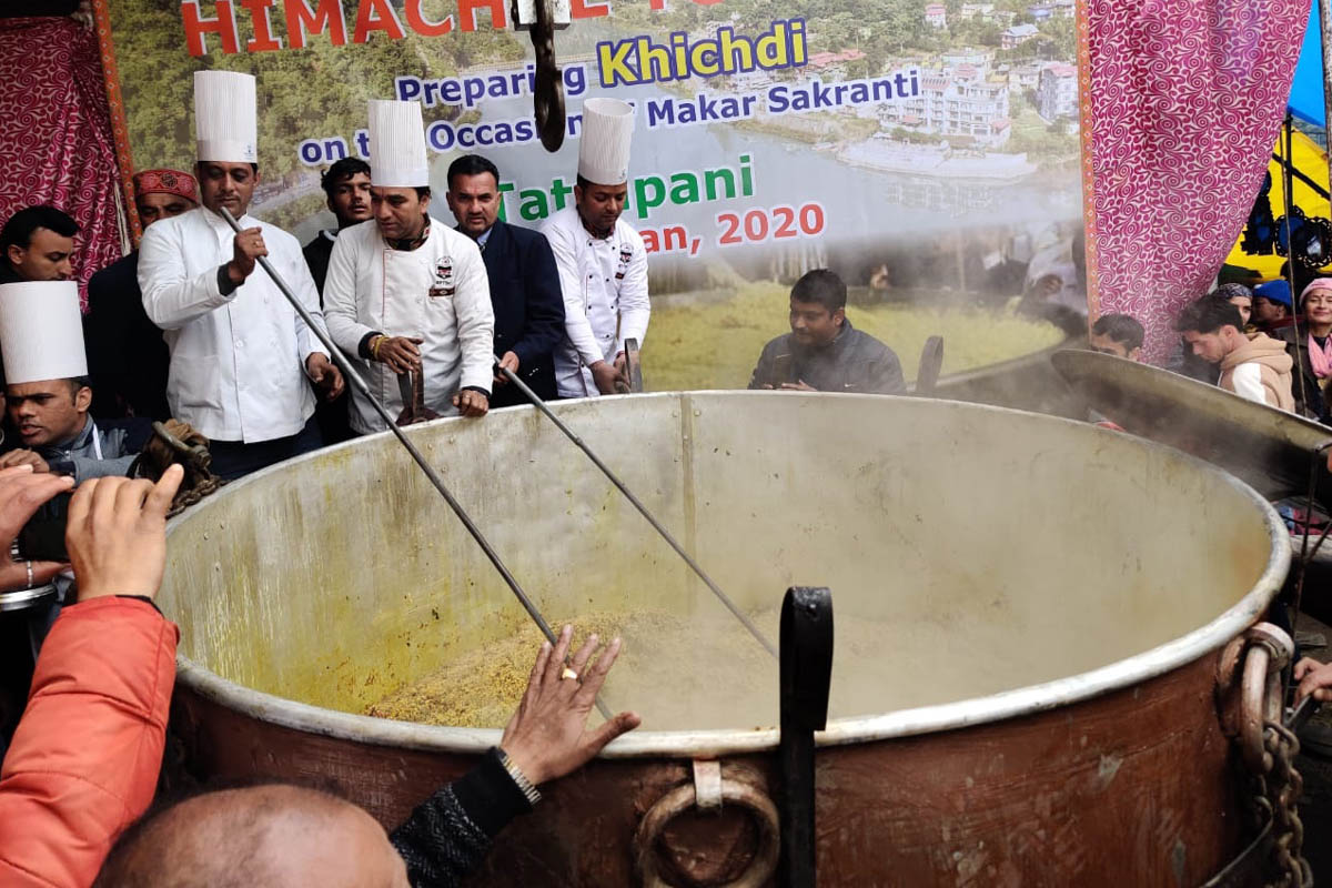 HP Tourism dept prepares 1995 kg khichadi, enters Guinness World Records