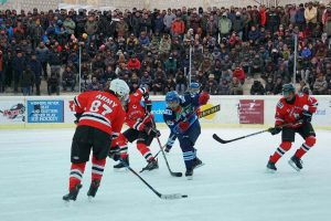 Indian Army organises ice hockey in Leh