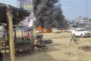 Strike supporters, police clash in Malda, 7 vehicles torched