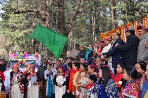 National winter carnival begins in Manali