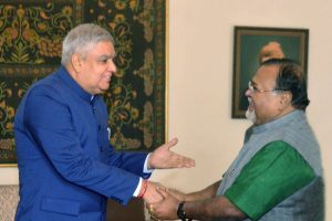 After series of spats, Partha meets Governor