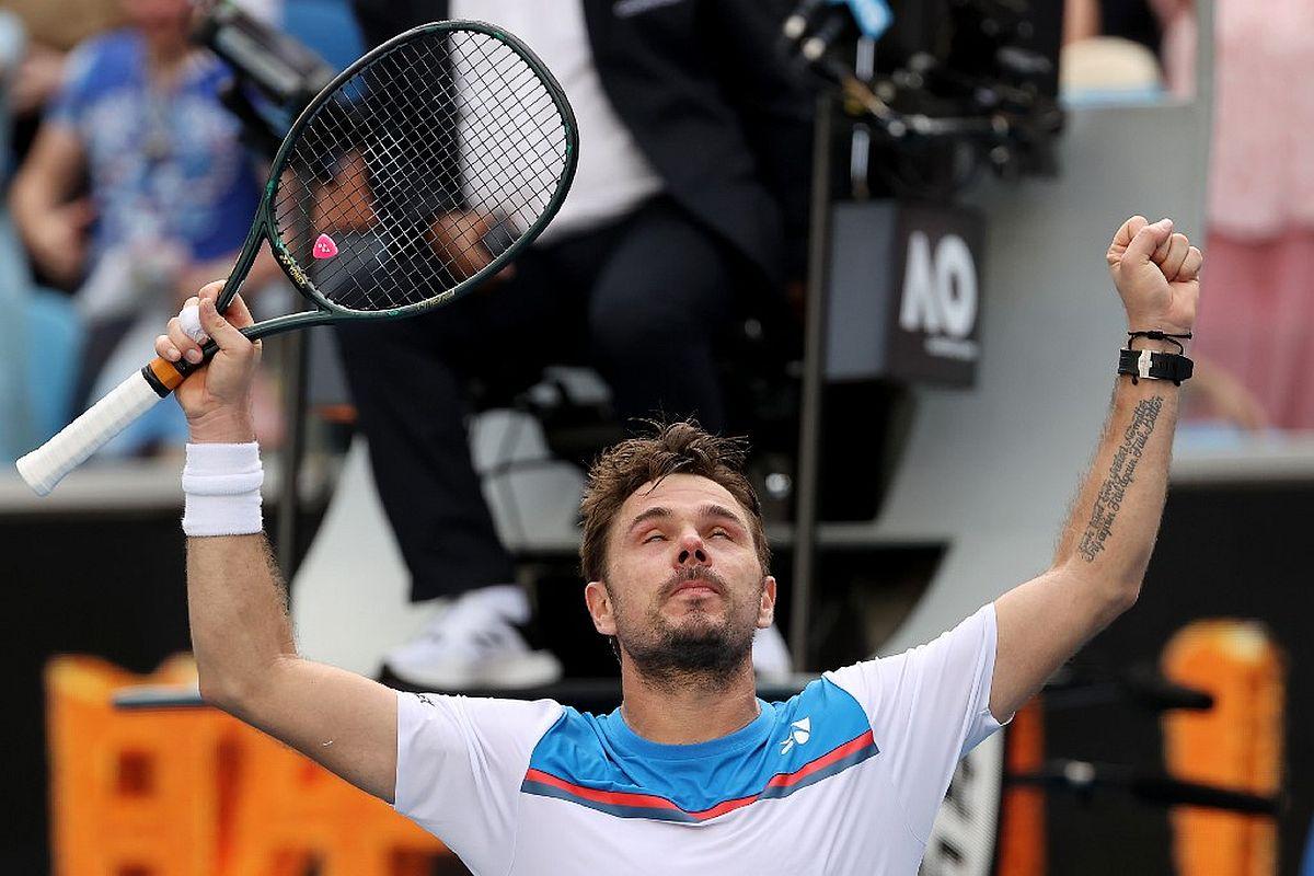 Australian Open 2020: Stan Wawrinka stuns Daniil Medvedev in 5-set thriller to reach quarters