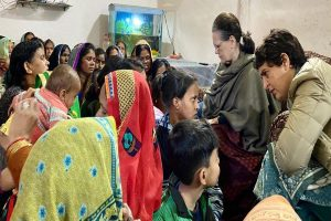 Sonia, Priyanka make unscheduled visit to families of accident victims in Amethi