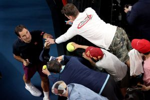 Australian Open 2020: Roger Federer moves to third round with straight-set victory