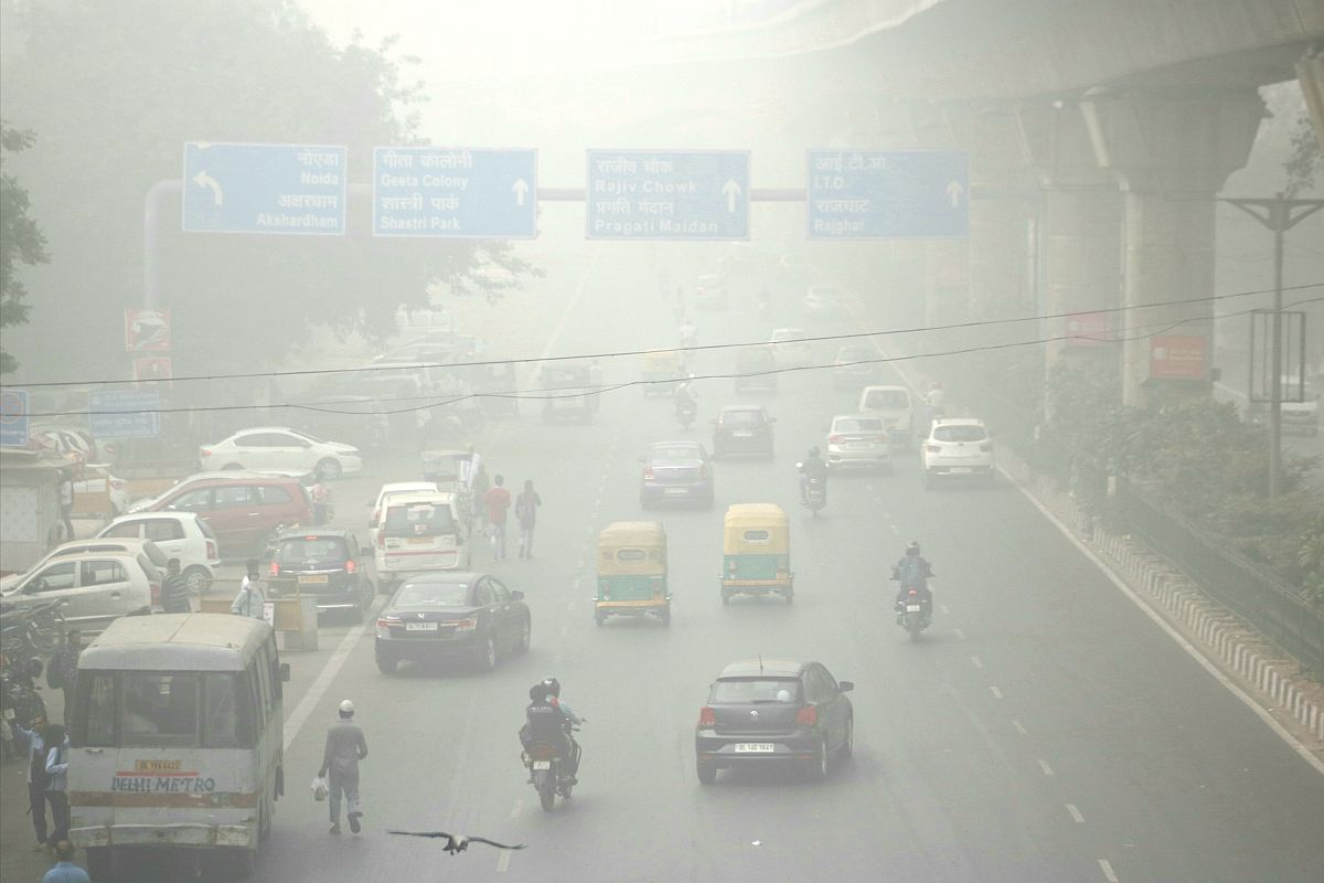 Dense fog engulfs Delhi; 5 flights diverted, 22 trains delayed