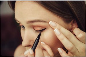 Do you apply 'Kajal'? Here are some mistakes you must stop right now